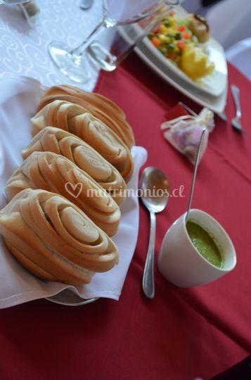 Pan a la mesa