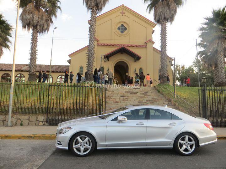 Frente a la Iglesia