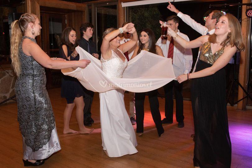 Bailando alegres