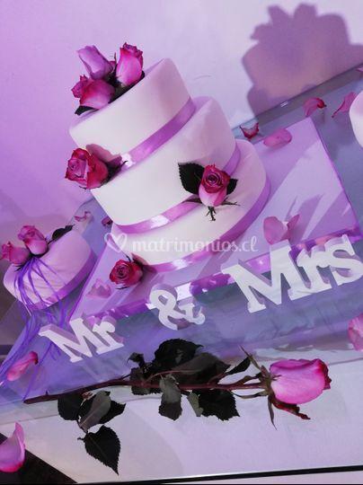 Torta de boda en tonos lilas
