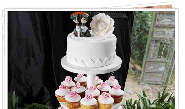 Mini torta y torre de cupcakes