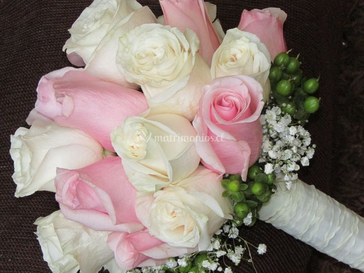 Ramo de novia blanco y rosadas