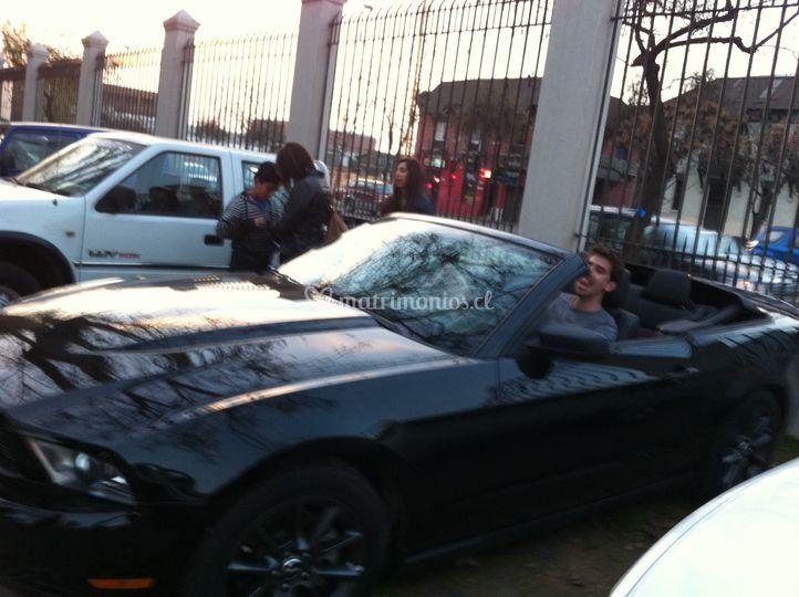 Auto descapotable, negro