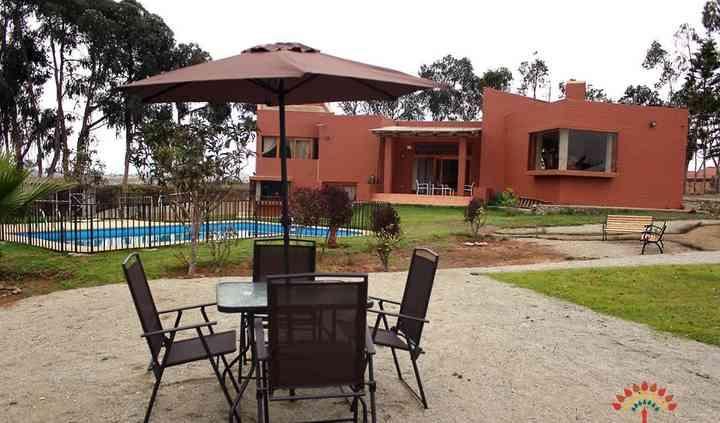 Terrazas casa y piscina