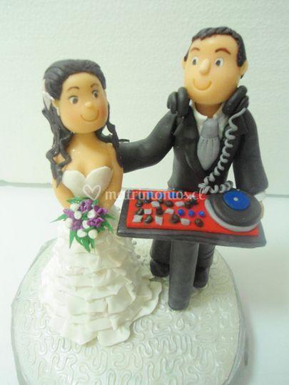 Cúpula pareja de novios DJ