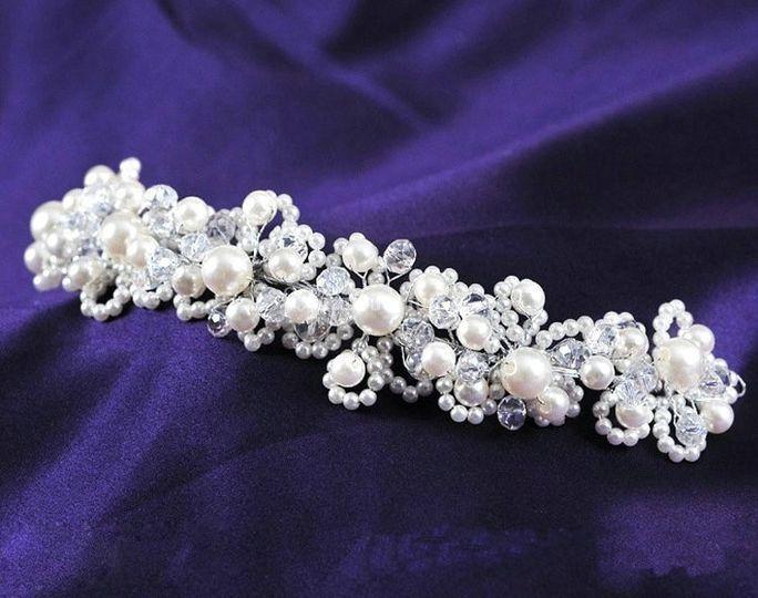Tocado de perlas y cristales