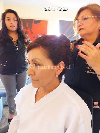 Maquillaje y peinado Madre
