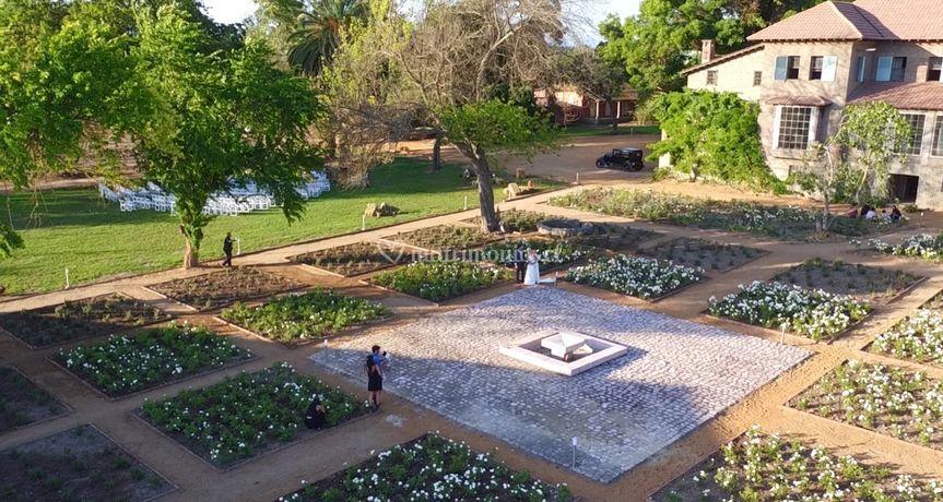 Casona y jardines