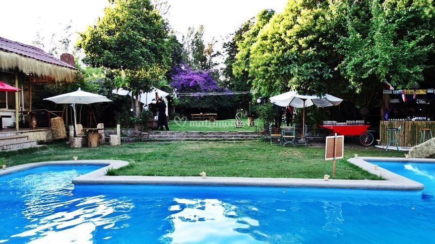 Parcela y piscina