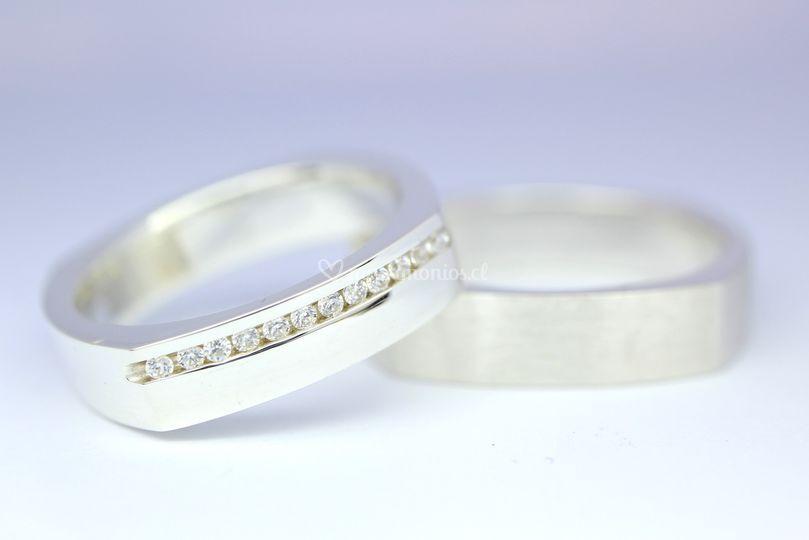 Argollas cuadradas y diamantes