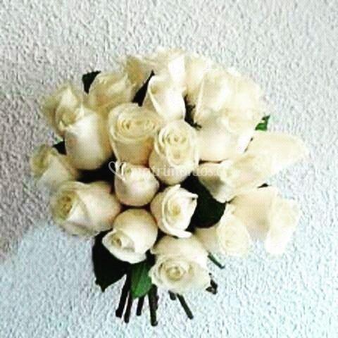 Ramo de novias rosas blancas