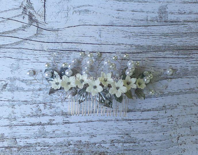 Peine con flores y perlas