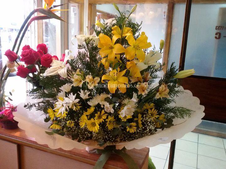 Centro con lilium amarillos
