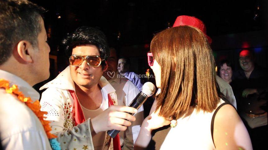 Elvis con los novios