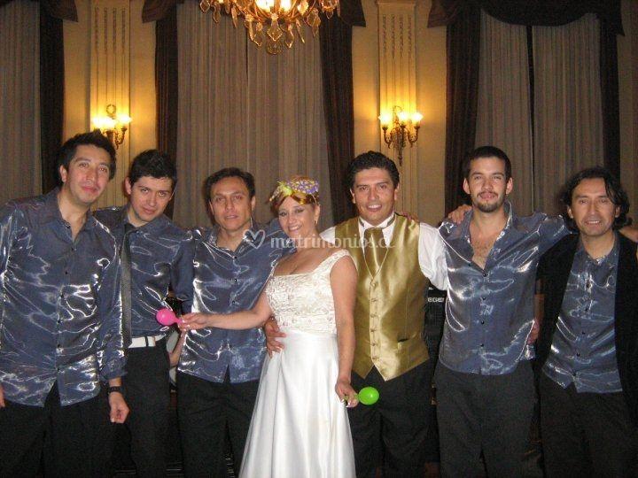 Matrimonio novios felices