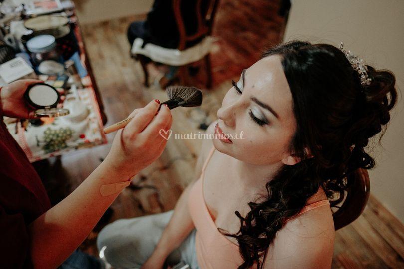 Maquillaje y peinado Kathy