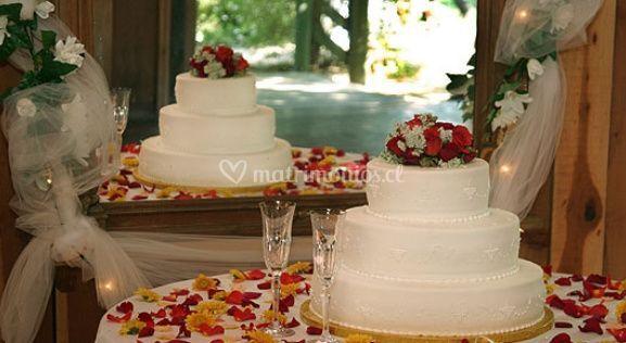 Torta y pétalos