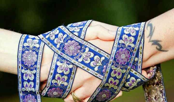 Ceremonia de atadura de manos.