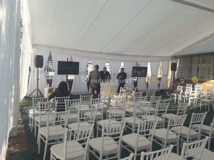 Ceremonia con pantallas