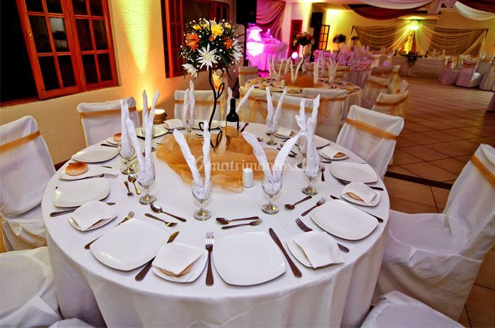 Montaje de mesa para 10 personas
