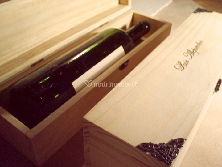 Caja de vino grabada de MaderAlma