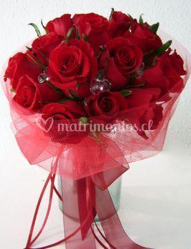 Ramo de novia clasico con rosas rojas