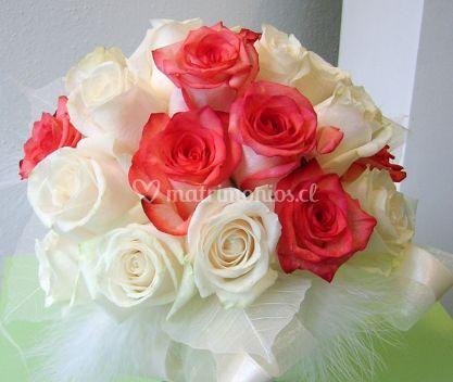 Ramo de novia con rosas blancas y rosas