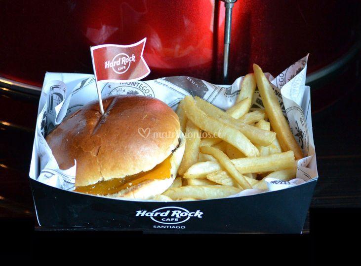 Cheese burger + papas fritas