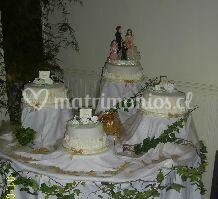 Torta de novios en cuatro escalas