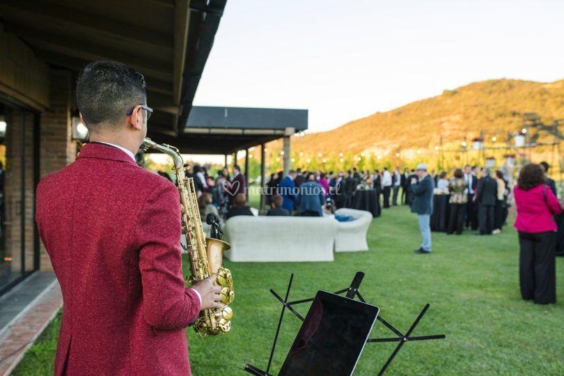 Saxofonista en terraza