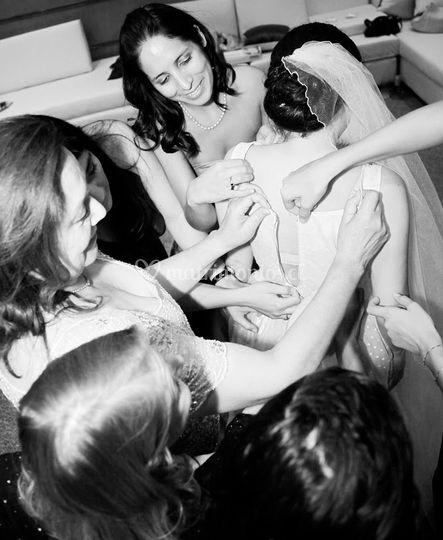 La novia con las invitadas