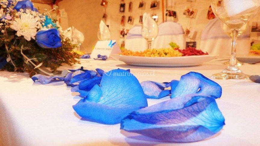 Mesa de novios en azul