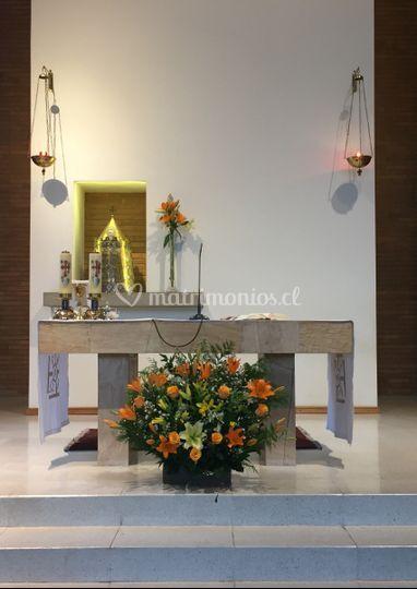 Pie de altar y sagrario
