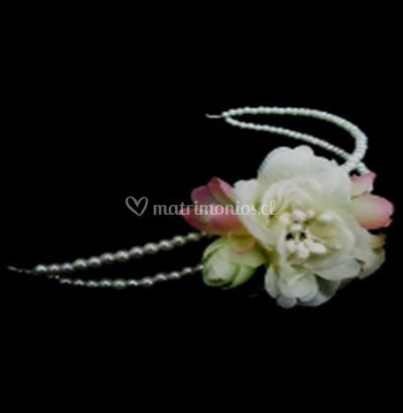 Cintillo con perlas y flor