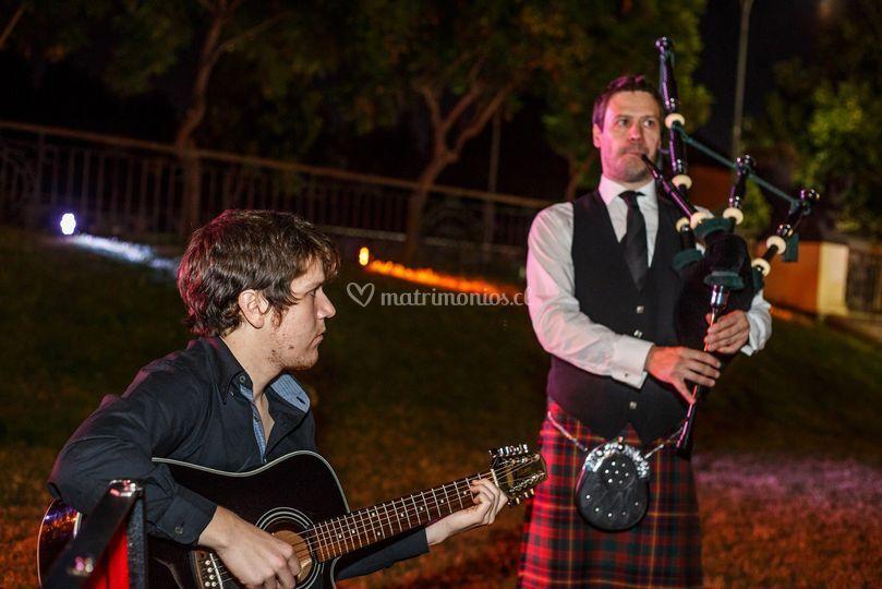Gaita escocesa y guitarra
