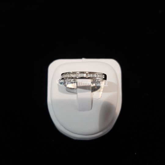 Anillo oro blanco diamantes ba