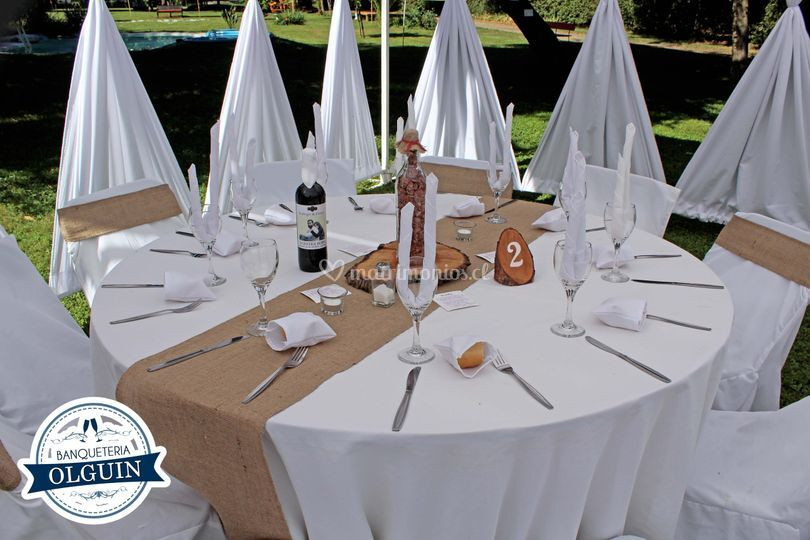 Mesa campestre con carpa