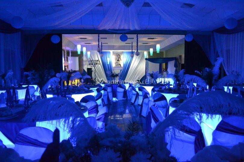 Hermoso color azul con plata de Omayer Eventos