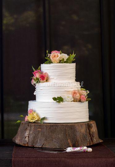 Torta en crema y flores