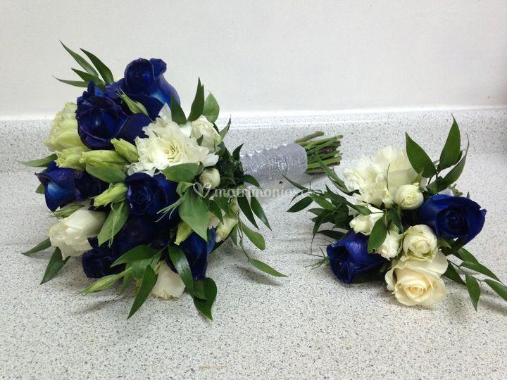 Ramo novia rosas azules y blan