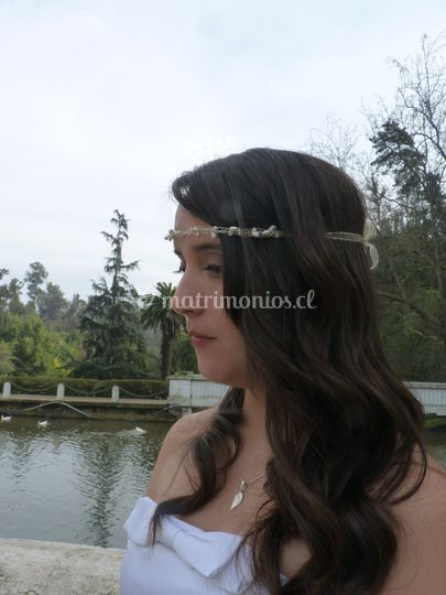Diadema entrelazada con perlas