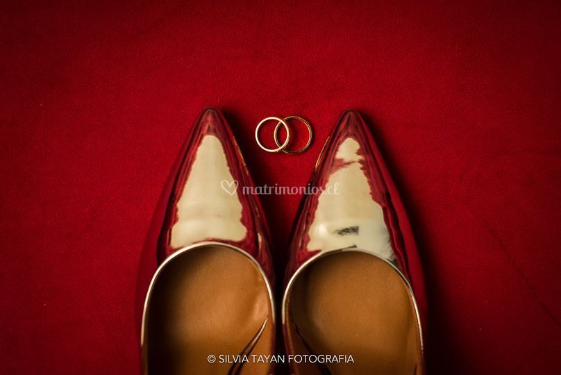 Zapatos y argollas