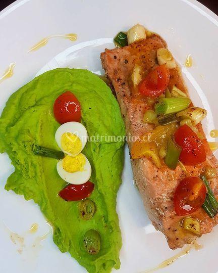 Puré de arvejas con salmón ahumado