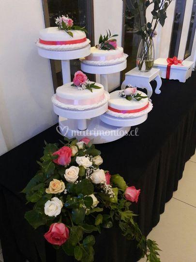 Decoración mesa y torta