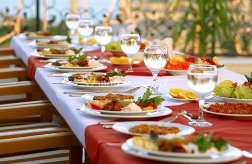 Elegante presentación del banquete