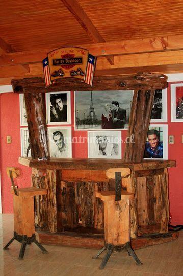 Bar ambientado al estilo Elvis