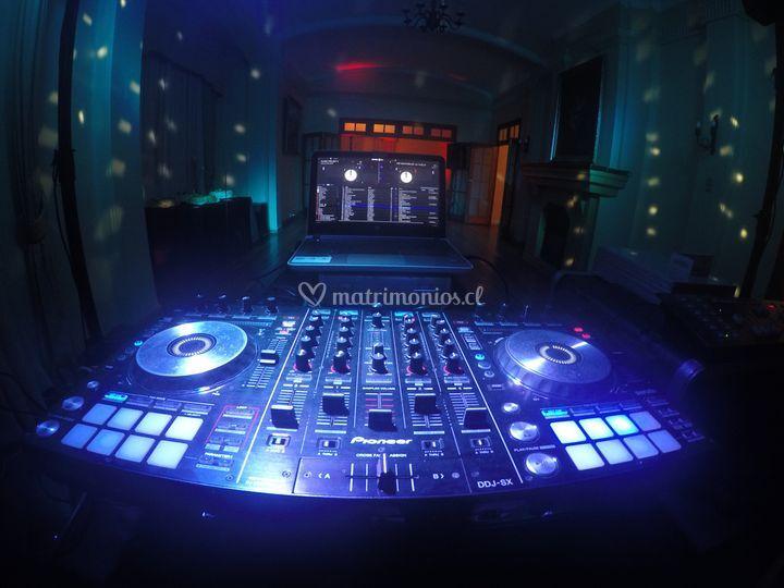 Motivate con nuestros DJs