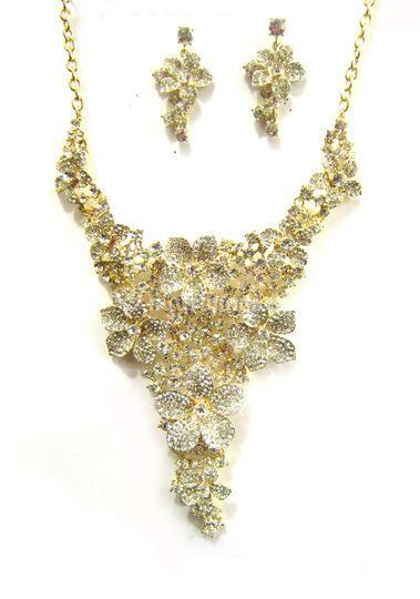 26c6711af8e5 Importadora Bijoux Bijoux Set collar y aros fantasía