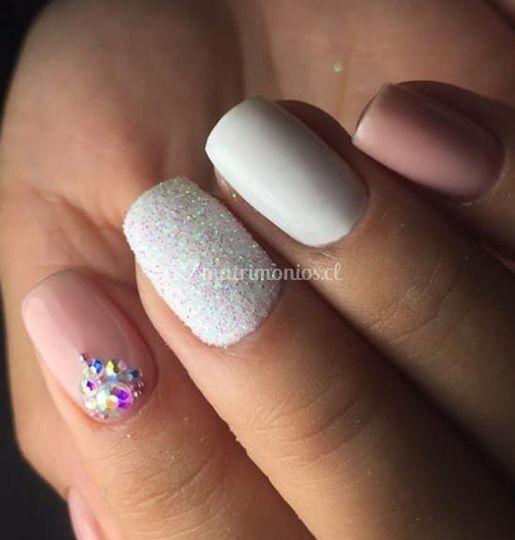 Manicure Rusa y cristales