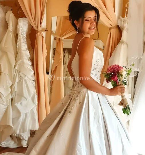 Luciendo su vestido elegido